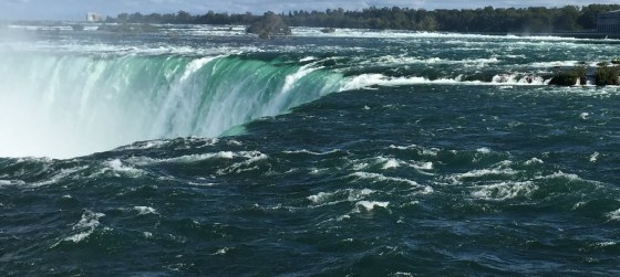 picture of Niagara Falls from Canada